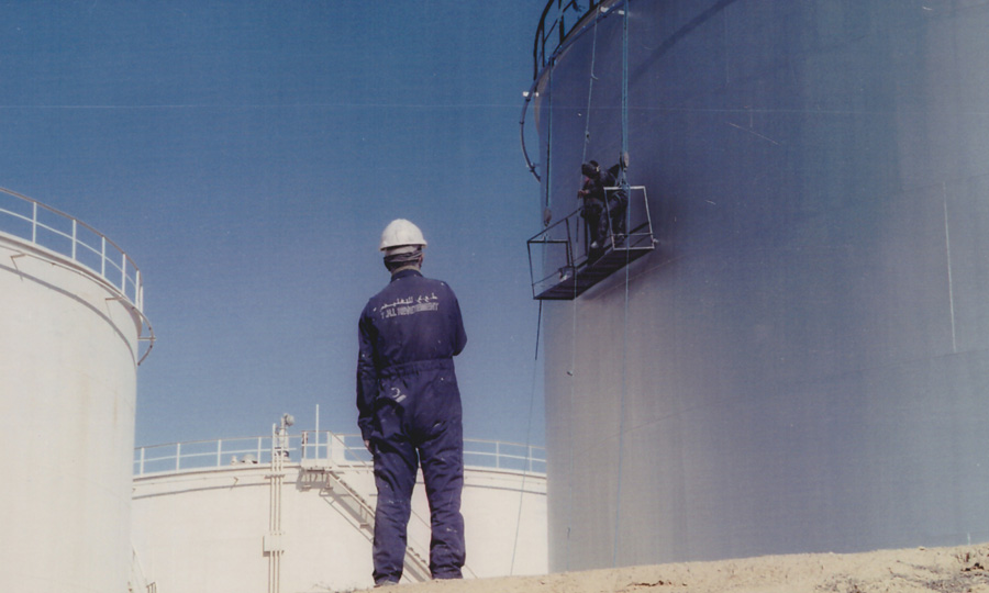 Sablage-et-peinture-extérieur-du-bac-de-stockage-d'essence-T7C-au-dépôt-Skhira---TANKMED