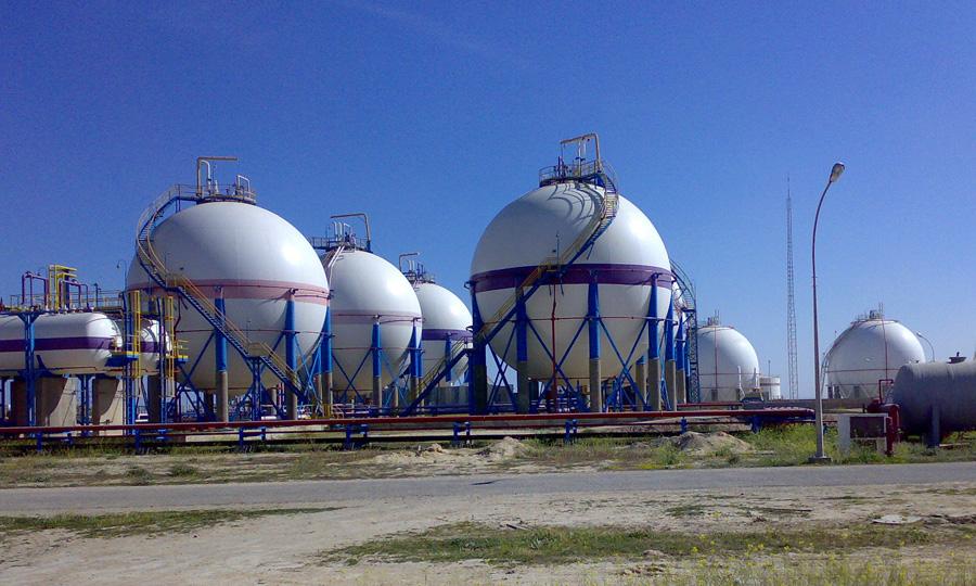 Sablage-et-peinture-des-sphères-de-stockage-gaz-à-l'usine-GPL-(LPG)-Gabés---STEG