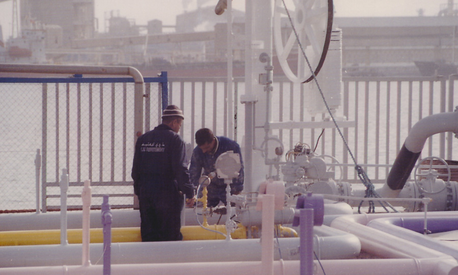 Sablage-et-peinture-des-tuyauteries-des-lignes-gaz-GPL-de-la-jetée-à-l'usine-de-traitement-GPL-de-Gabés---STEG